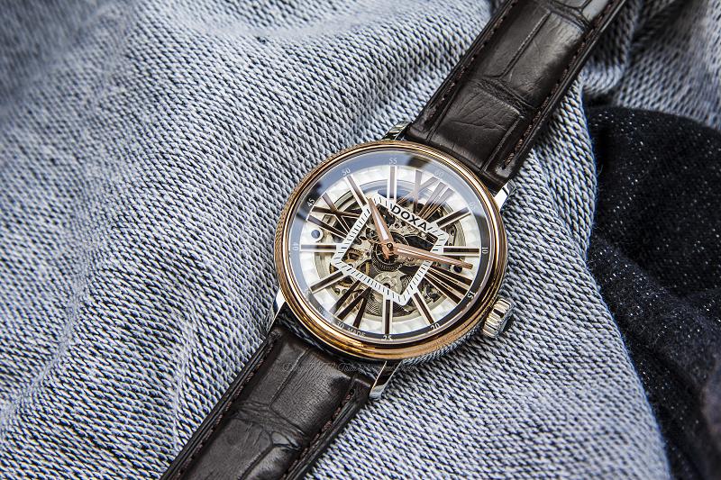 Doxa D154RWH 3 Lí do nên mua đồng hồ cơ Thụy Sĩ cũ