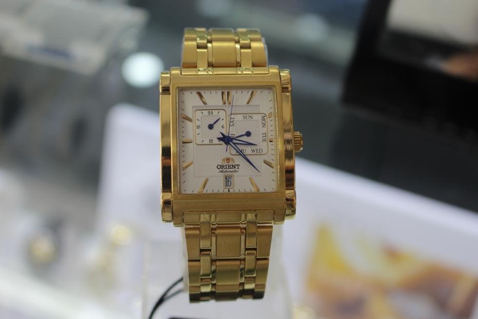 Đồng hồ nam mặt vuông Orient FETAC001W0