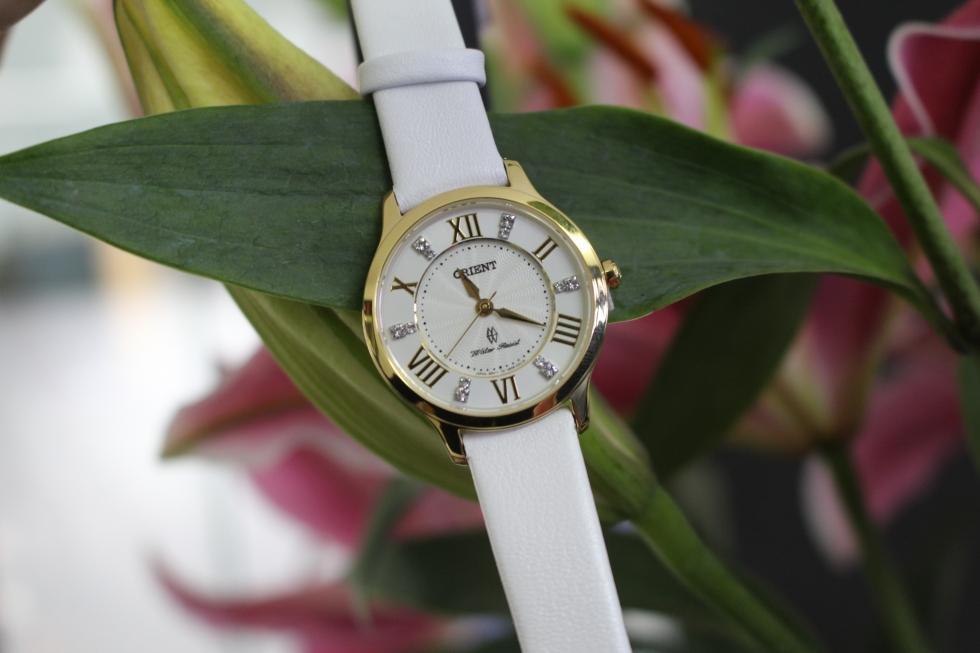 Vẻ đẹp tinh khôi của đồng hồ Orient nữ FUB9B003W0