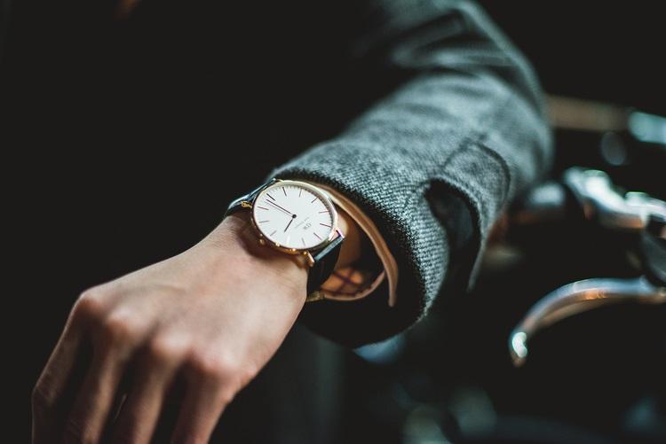 Có nên mua đồng hồ Daniel Wellington (DW) xách tay từ Nhật, Mỹ,...? - Ảnh 2