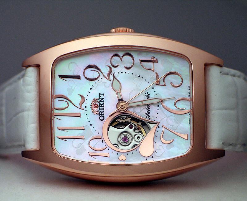 Đồng hồ cơ nữ được hị em săn lùng trong tết này