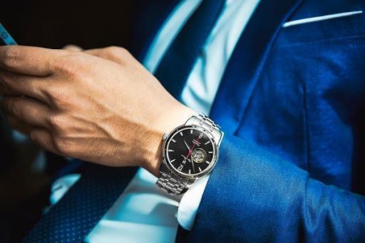 Ý nghĩa của việc tặng đồng hồ đeo tay cho bạn nam