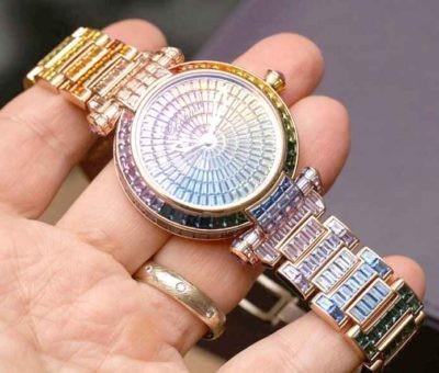 Những mẫu đồng hồ đá sapphire nữ mê ly đến từng viên đá