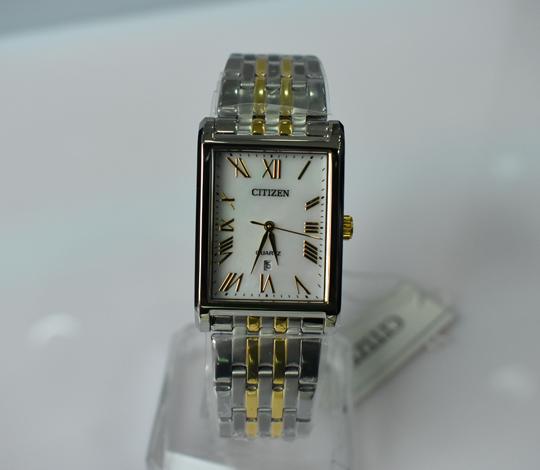 Những mẫu đồng hồ nam mặt chữ nhật tô thêm vẻ đẹp nam tính quyến rũ
