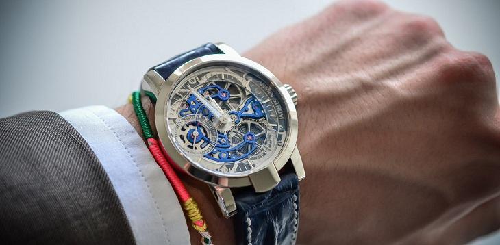 Nên chọn đồng hồ cơ hay pin, ưu nhược điểm của mỗi loại?
