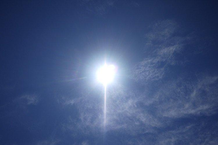 Thời gian Mặt Trời lên thiên đỉnh ở các quốc gia hầu hết là chính xác, ngoại trừ Trung Quốc.