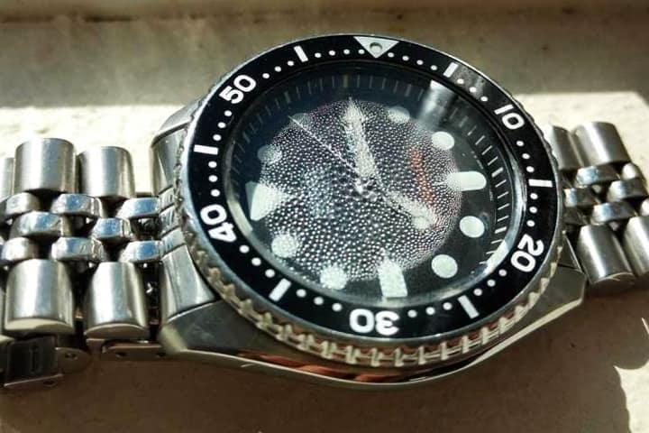 Biểu hiện đồng hồ bị hấp nước